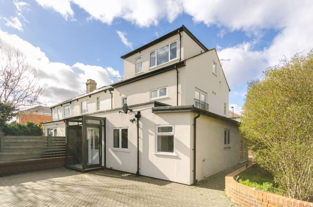 4 Bedroom House for sale in Acton, Long Drive