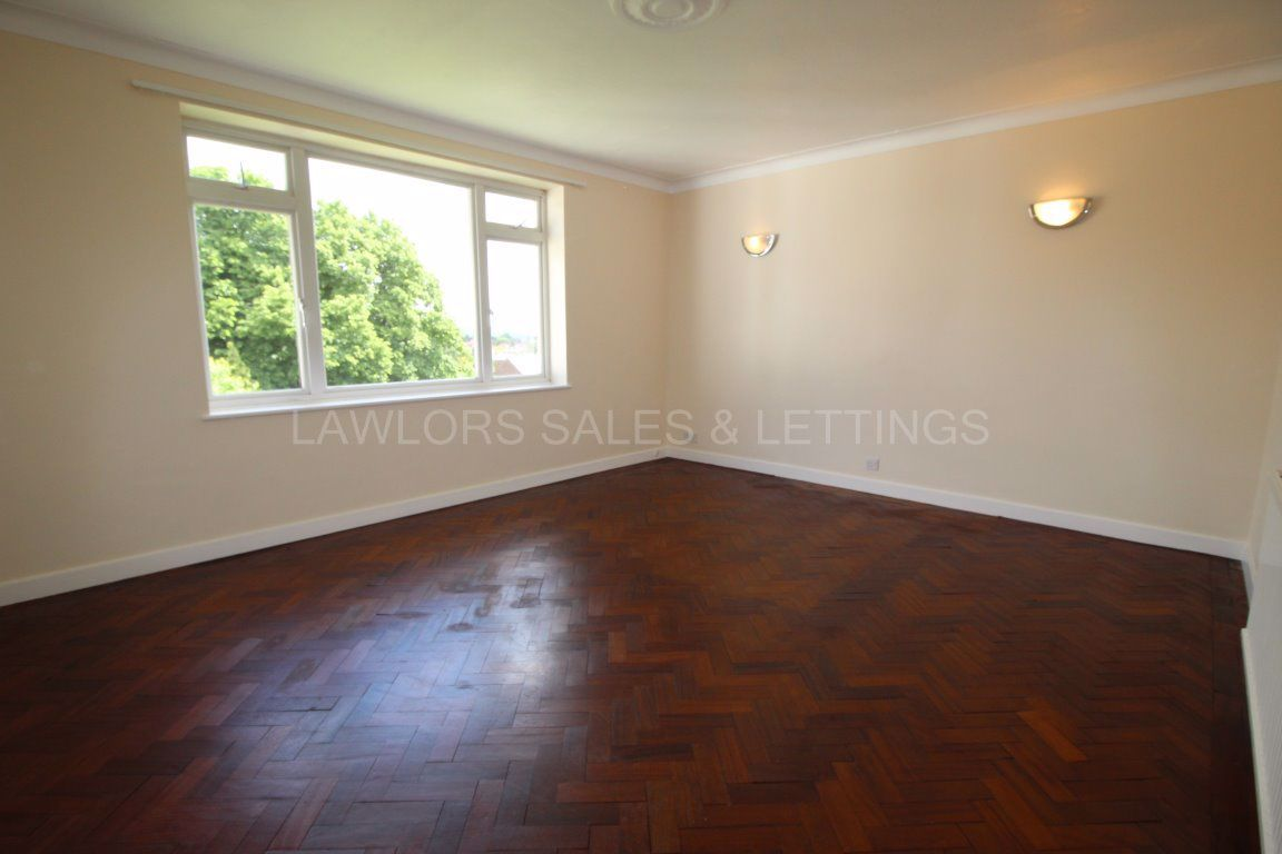 2 Bedroom Flat to rent in Woodford Green, Fairstead Lodge