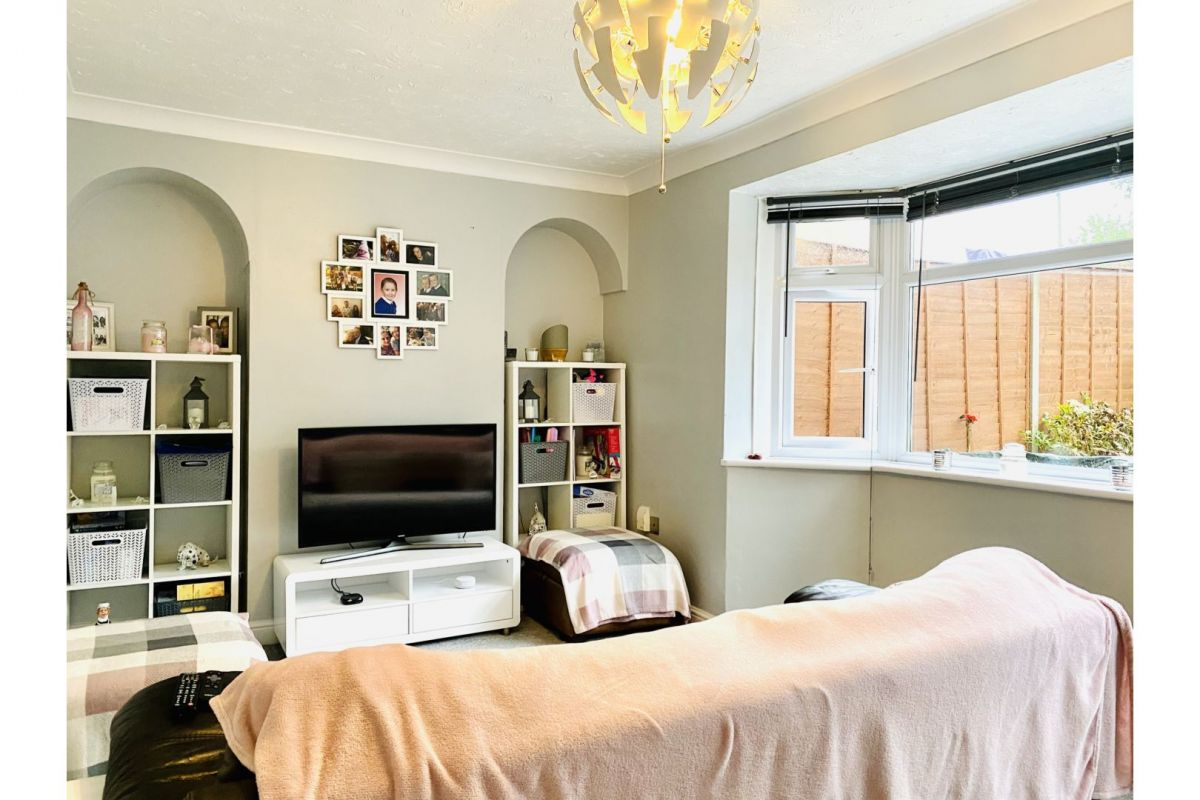 2 Bedroom End of Terrace for sale in Havant, Winterslow Drive