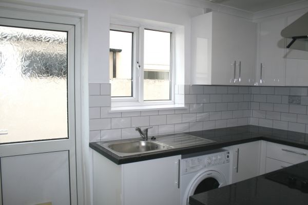 2 Bedroom Ground Flat to rent in United Kingdom