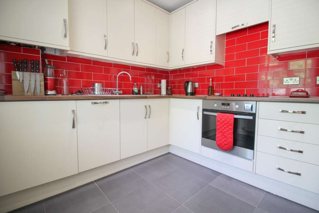 2 Bedroom Maisonette to rent in United Kingdom