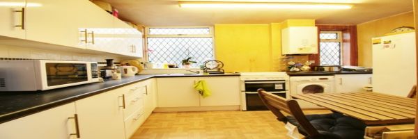 3 Bedroom Semi-Detached for sale in Shipley, West Yorkshire, United Kingdom