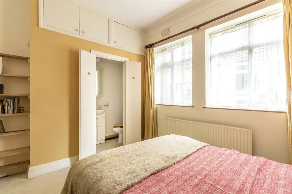 3 Bedroom Flat for sale in Muswell Hill, Queens Avenue