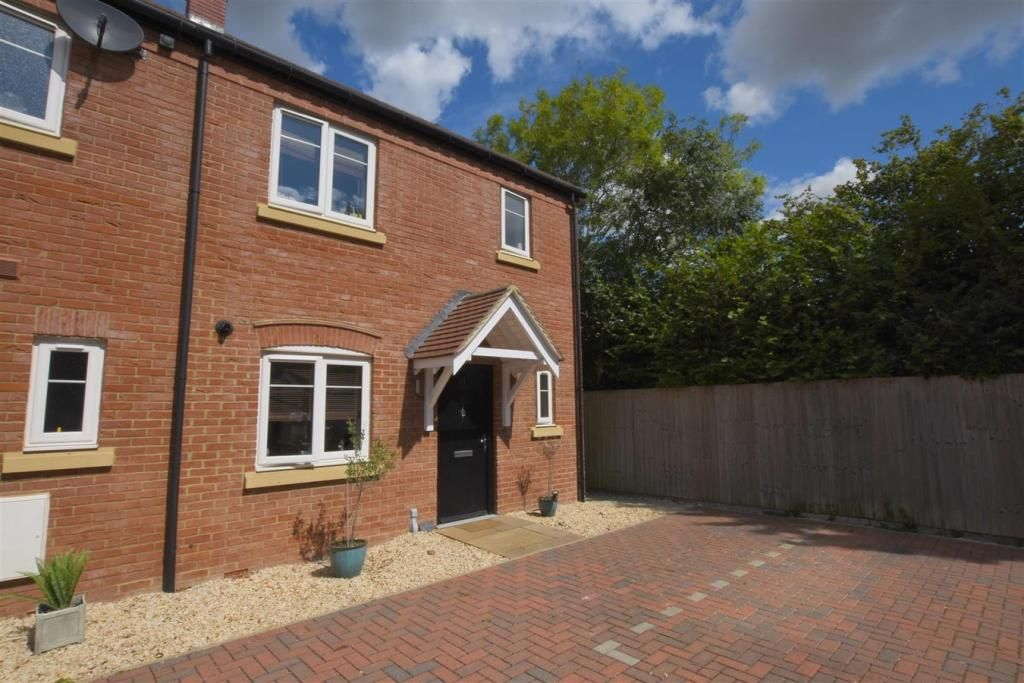 3 Bedroom End of Terrace for sale in Banbury, Merlin Close