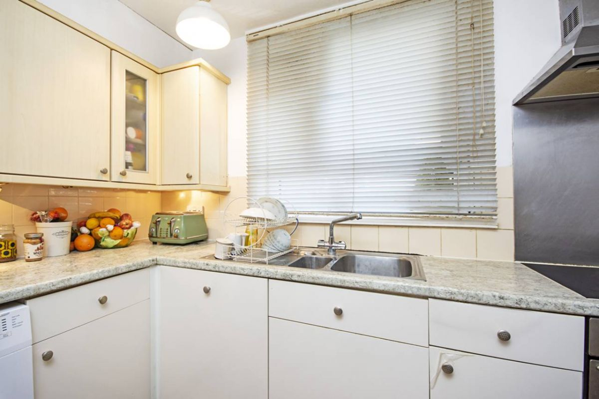 2 Bedroom Flat for sale in Manor Park, Hathaway Crescent