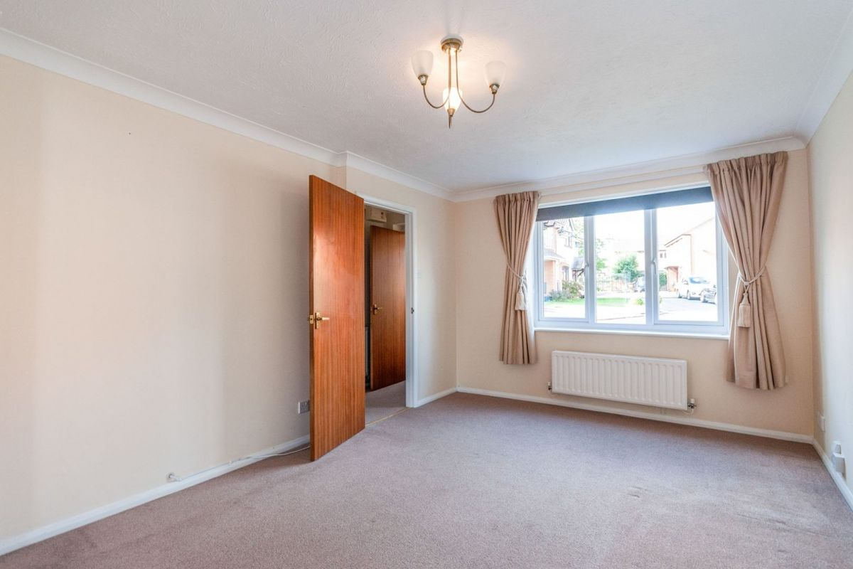 3 Bedroom Semi-Detached for sale in Hitchin, Symonds Road