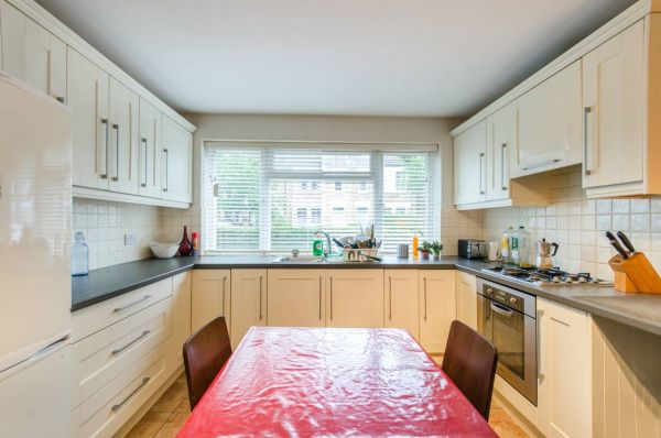4 Bedroom Flat to rent in United Kingdom