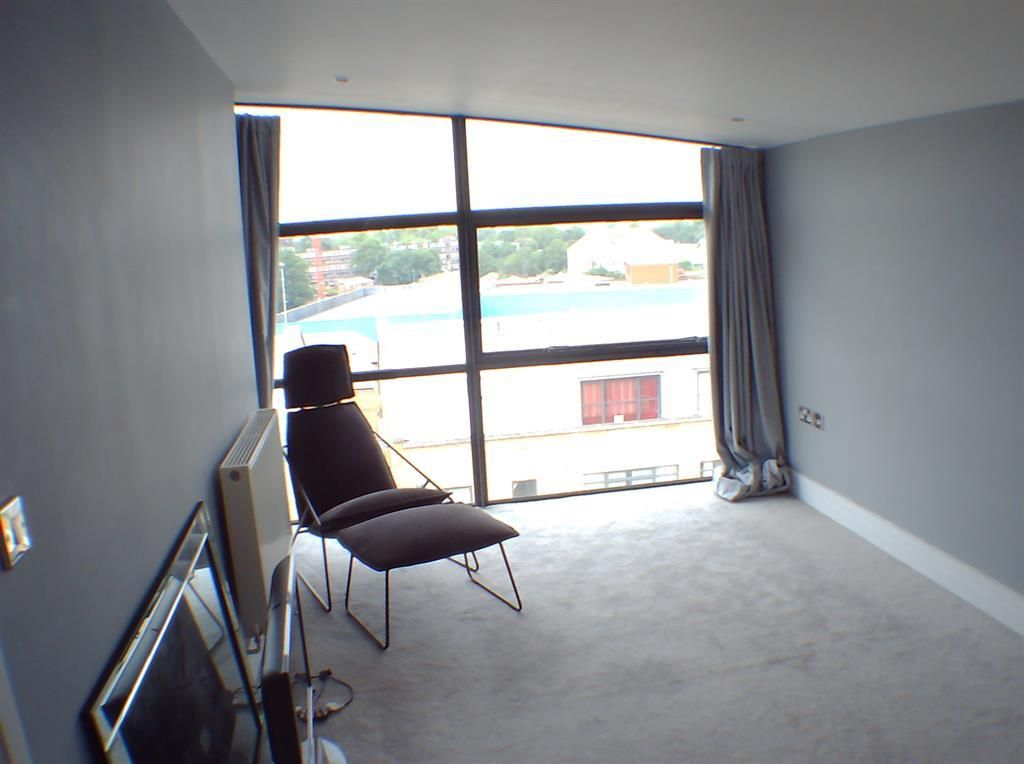 2 Bedroom Apartment for sale in Brentford,  Town Meadow