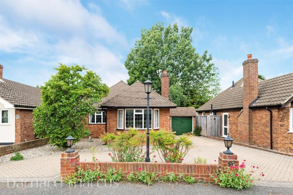 3 Bedroom Detached Bungalow for sale in Epsom, Mount Pleasant