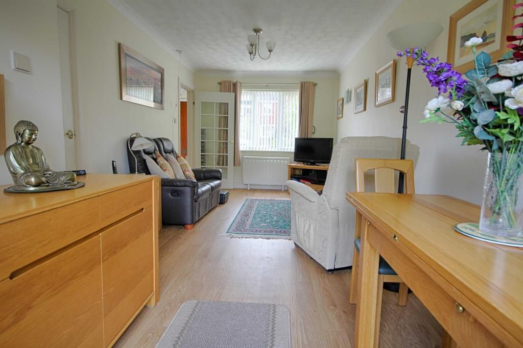 2 Bedroom Detached for sale in Cheltenham, Cleeve Lake Court