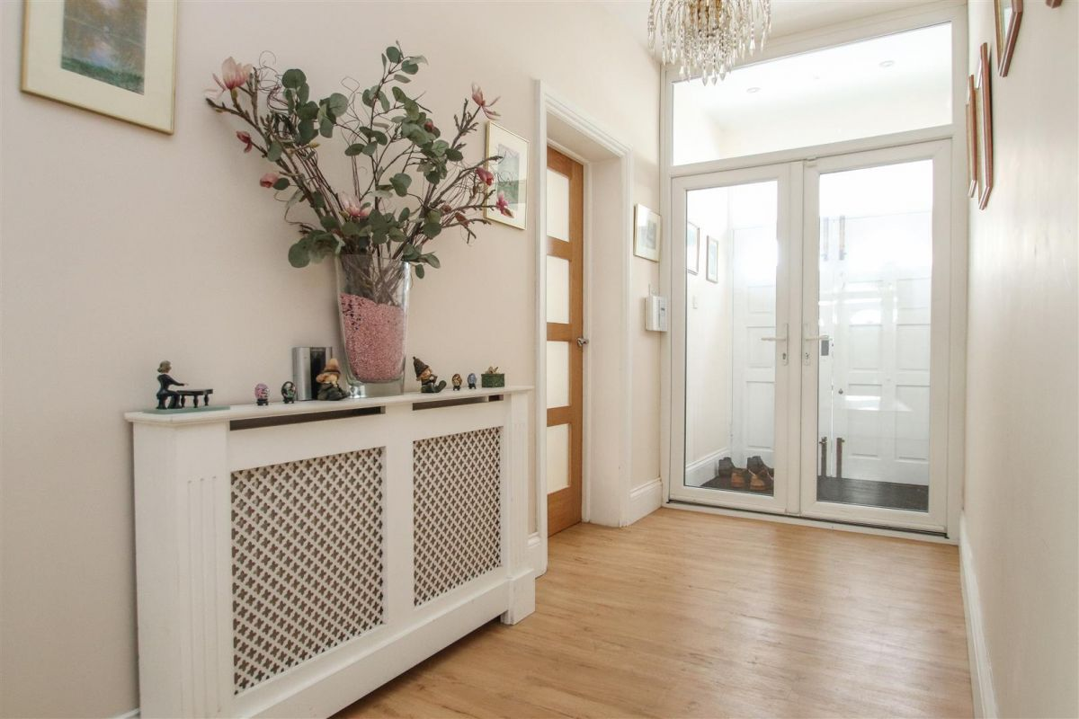4 Bedroom Detached Bungalow for sale in Westcliff On Sea, Chalkwell Avenue