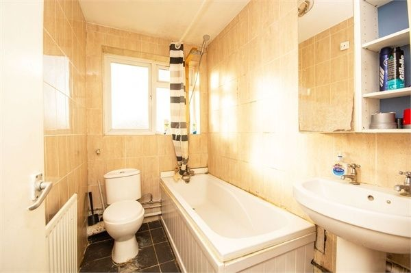 2 Bedroom Flat for sale in Harrow, Woodgrange Close