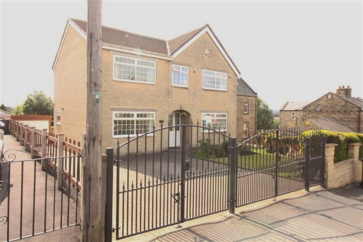 6 Bedroom Detached for sale in Pudsey, West Yorkshire, United Kingdom