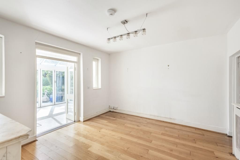 2 Bedroom Flat for sale in Camberwell, Grove Park London SE5