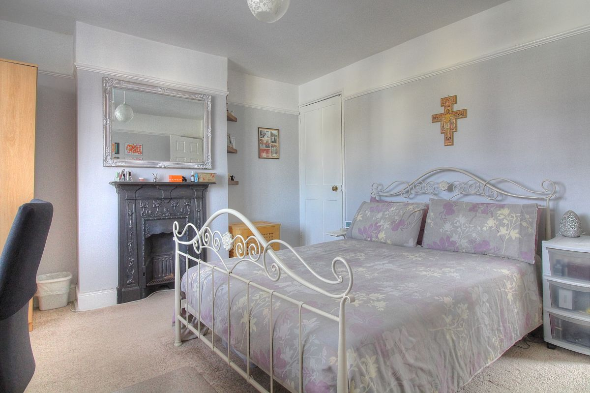 3 Bedroom Detached for sale in Southampton, Park Road