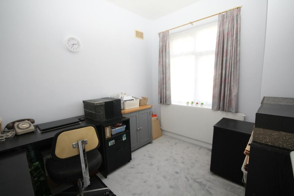 3 Bedroom Semi-Detached for sale in Edgware, Brook Avenue