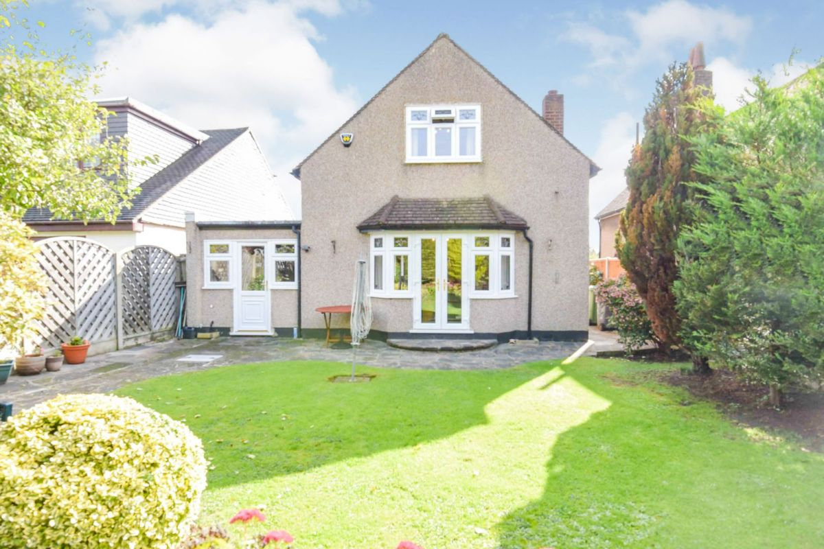 3 Bedroom Detached for sale in Romford, Greenway