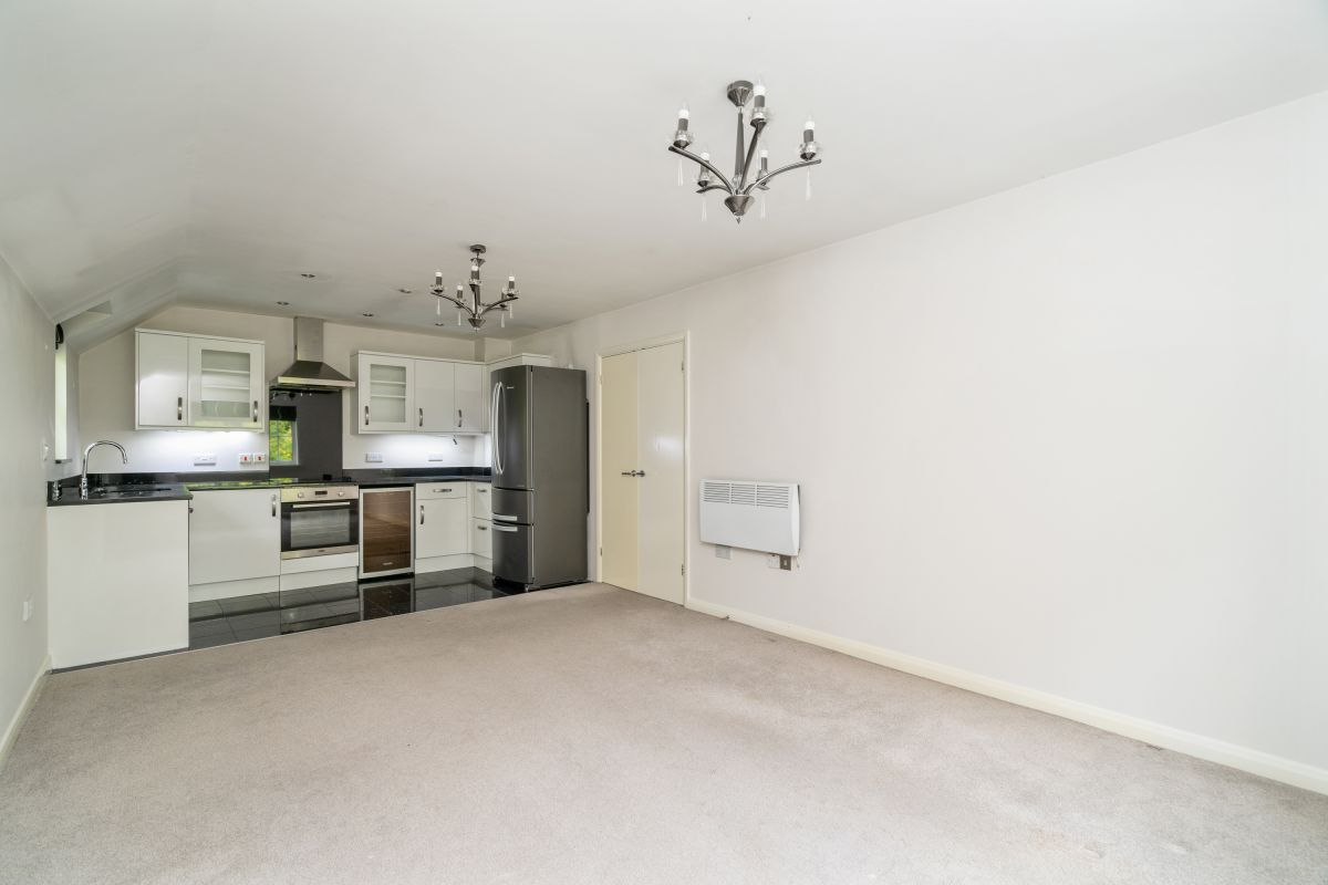 2 Bedroom Barn Conversion to rent in Chigwell, Retreat Way
