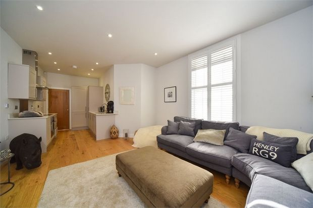 2 Bedroom Flat for sale in Henley On Thames, Oxfordshire, United Kingdom