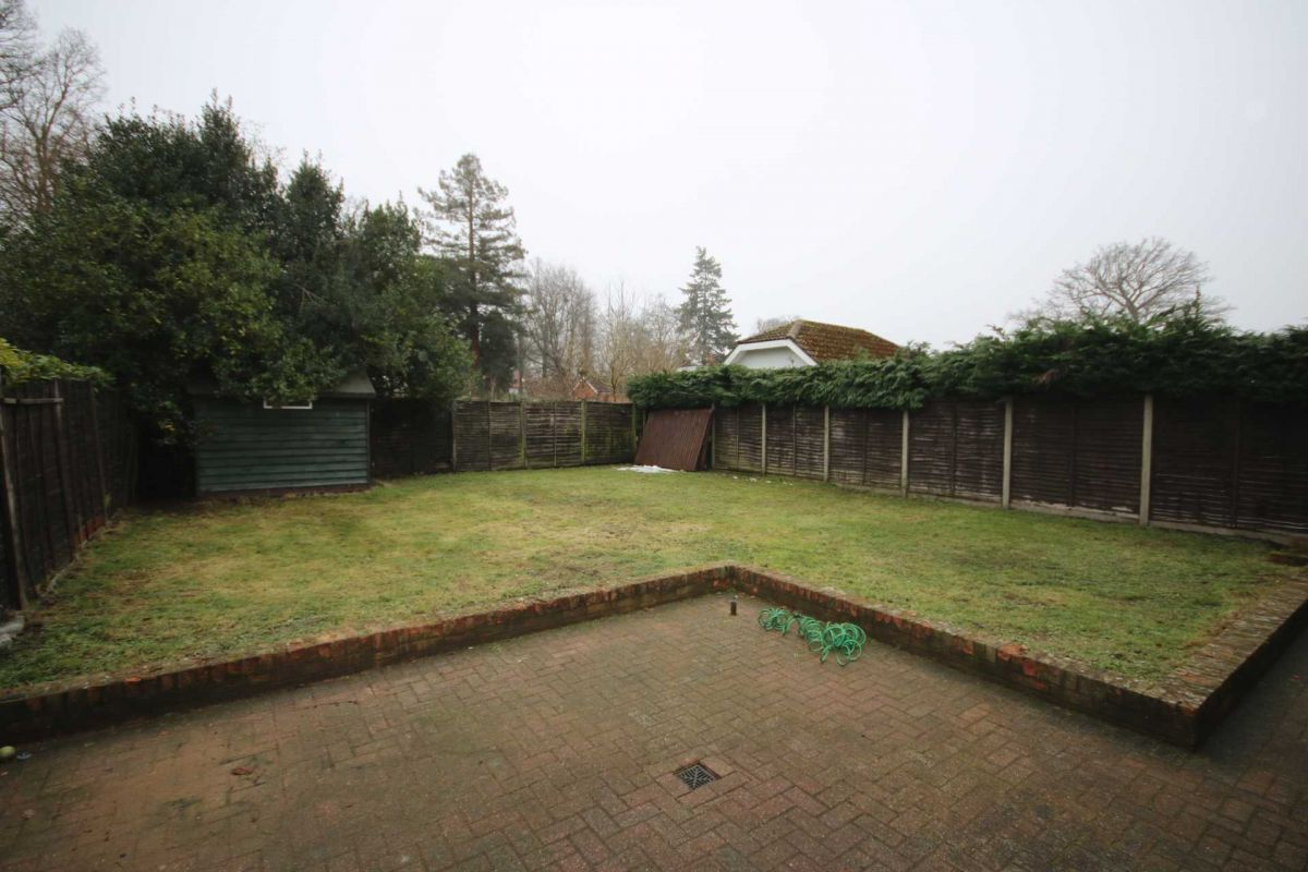 3 Bedroom Bungalow to rent in Fleet, Cranford Avenue