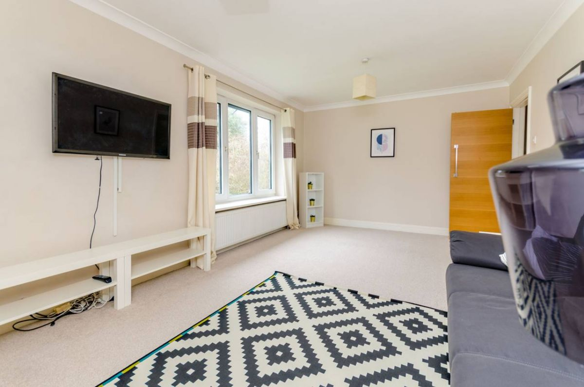 2 Bedroom Maisonette to rent in Guildford, Albury Road