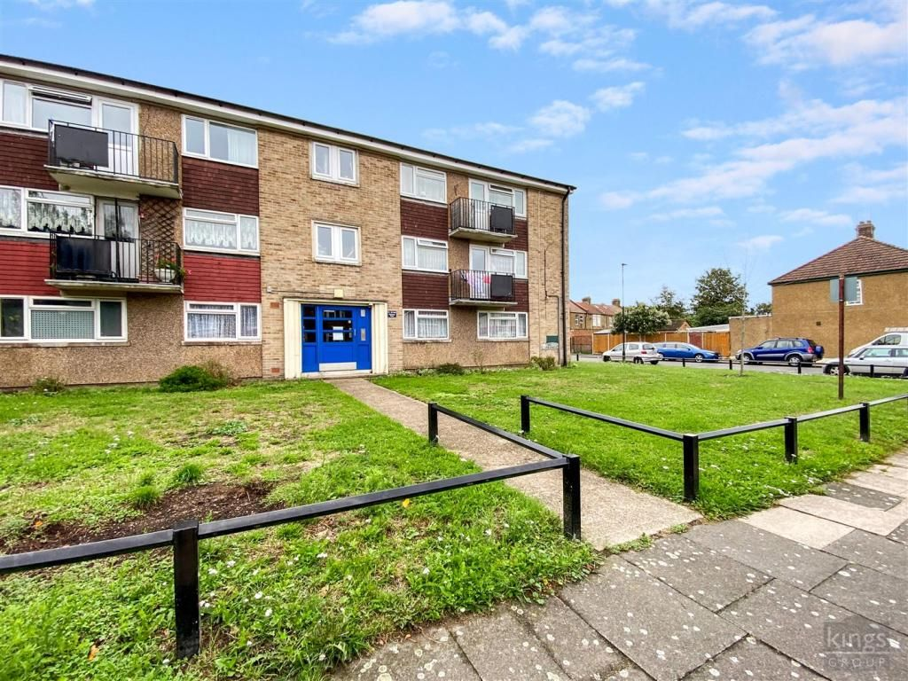 2 Bedroom Flat for sale in Enfield, Clarence Road