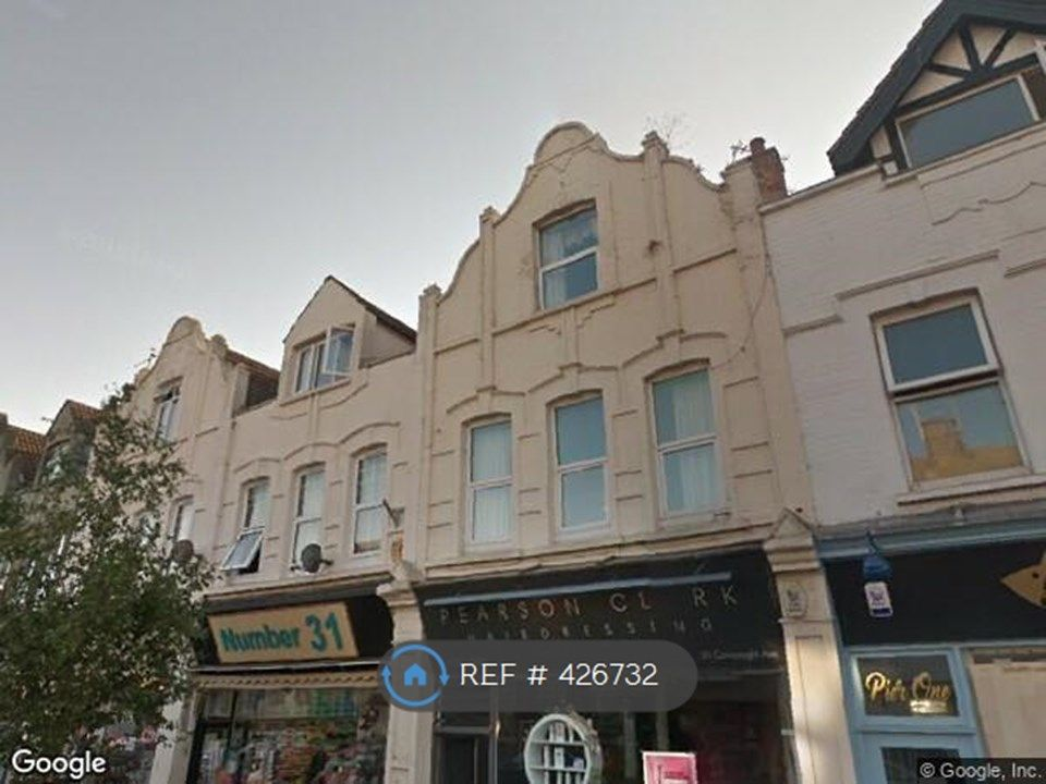 2 Bedroom Flat to rent in Harwich, Connaught Avenue