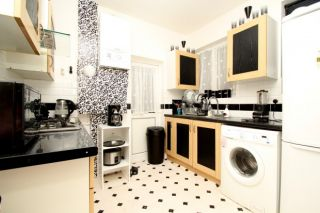 3 Bedroom Semi-Detached to rent in Ilford, Essex, United Kingdom