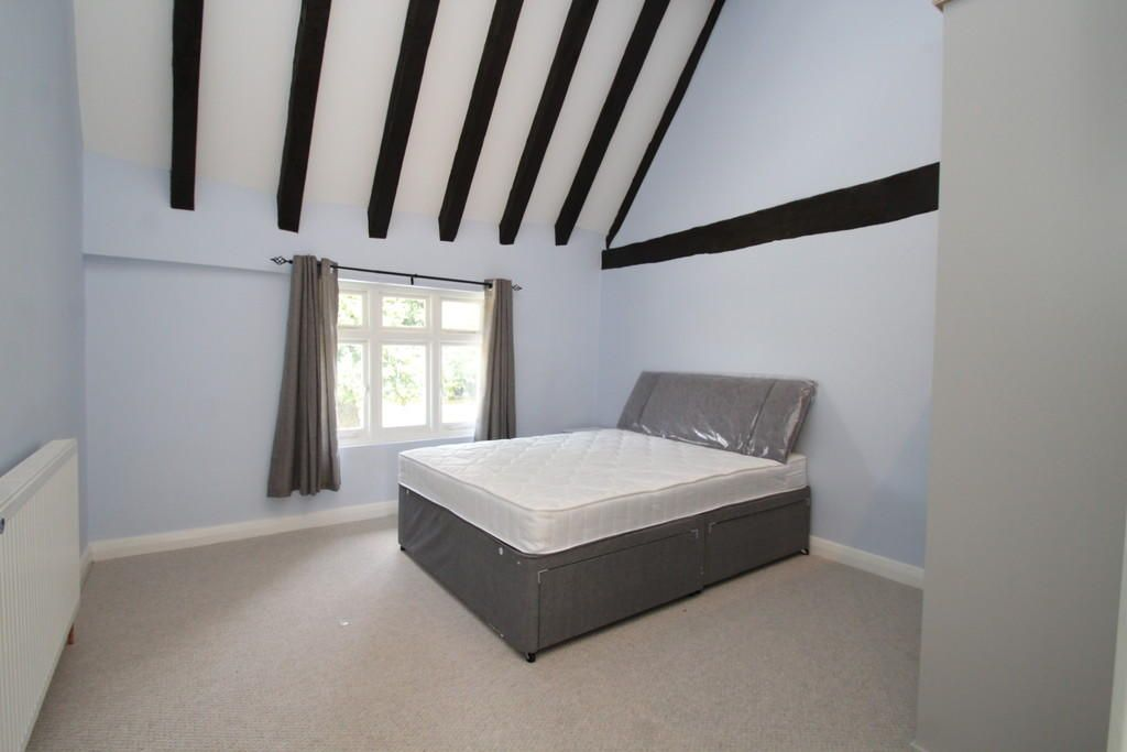 2 Bedroom Cottage to rent in Orpington, Church Hill