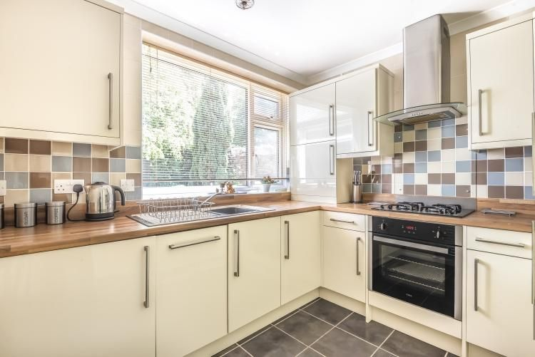 2 Bedroom Maisonette to rent in Bromley, Rushmore Close Bromley BR1