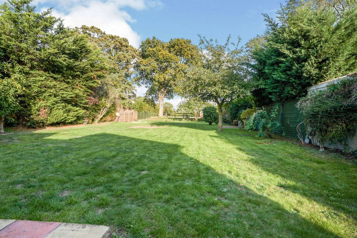 4 Bedroom House for sale in Staines, Coppice Drive