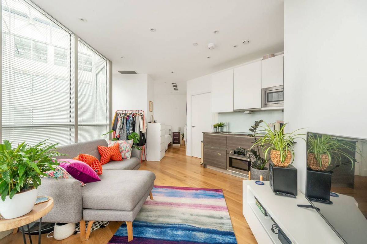 Studio for sale in Hounslow, Staines Road