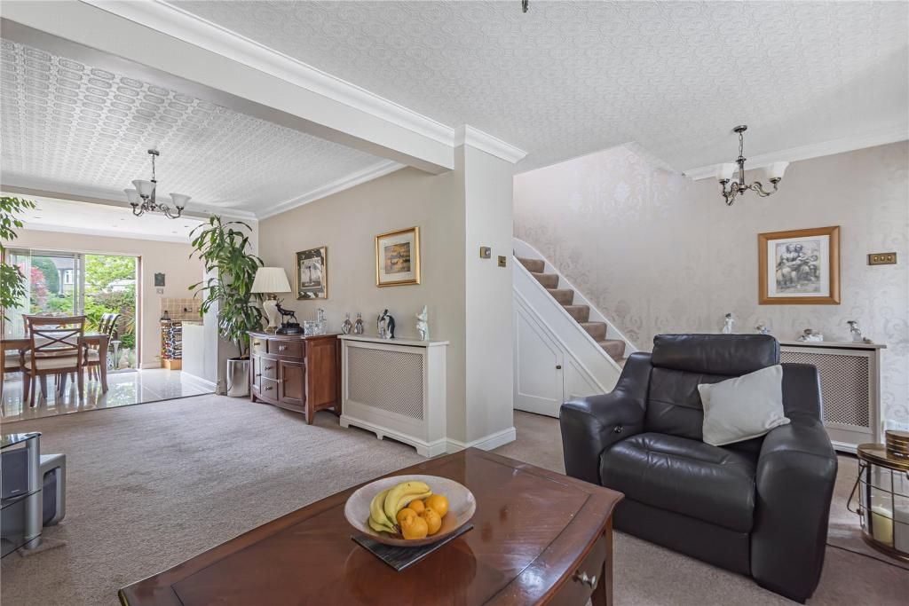 3 Bedroom End of Terrace for sale in Ruislip, Jubilee Drive