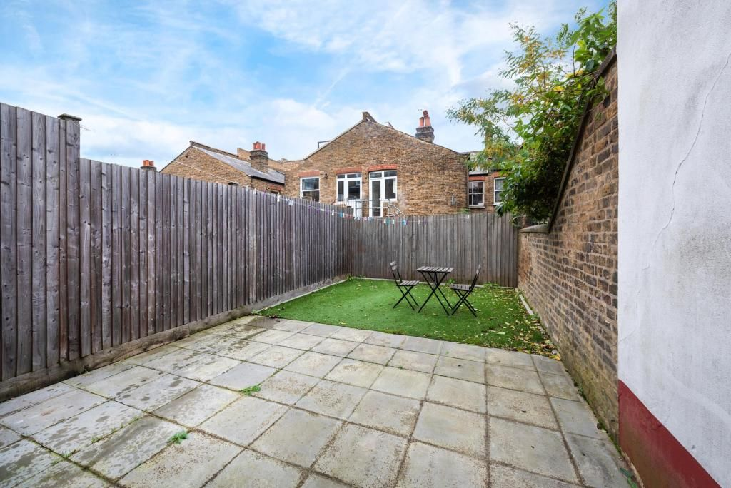 2 Bedroom Flat to rent in Tooting, Dafforne Road