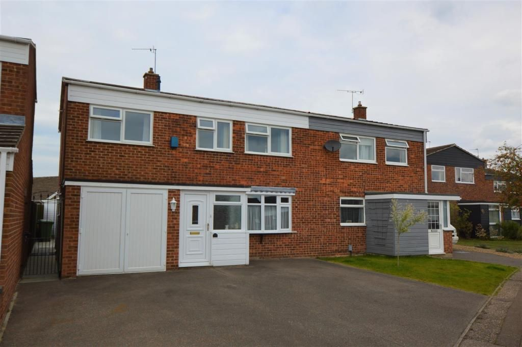 4 Bedroom Detached for sale in Norwich, Larch Close
