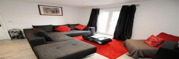 2 Bedroom Flat for sale in Pudsey, West Yorkshire, United Kingdom