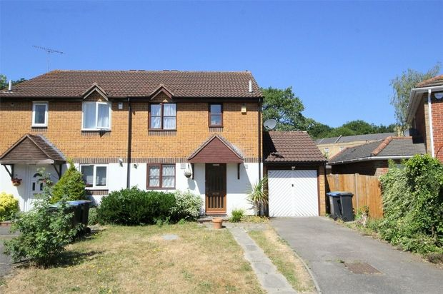 3 Bedroom Semi-Detached to rent in Southgate, London, United Kingdom