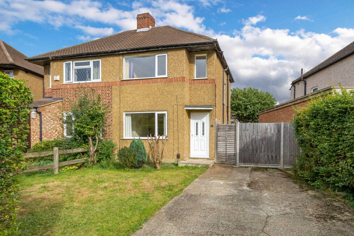 2 Bedroom Semi-Detached for sale in Ruislip, Middlesex, United Kingdom