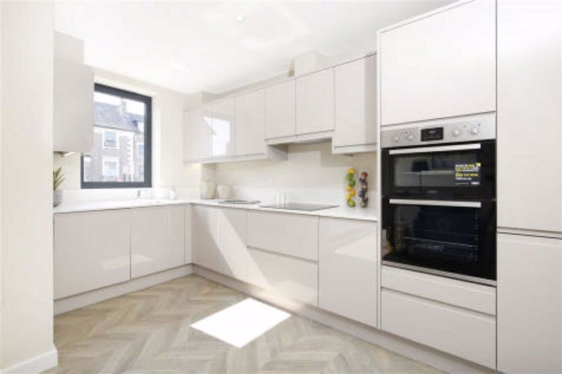 1 Bedroom Flat for sale in South Norwood, Homewood Gardens