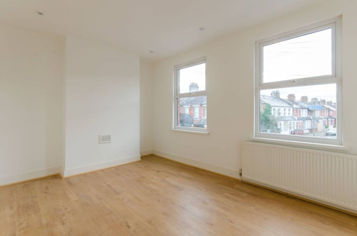 2 Bedroom House for sale in Seven Sisters, Oulton Road
