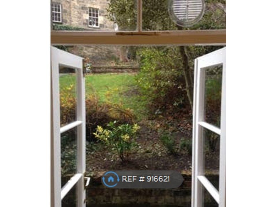 2 Bedroom Flat to rent in Edinburgh, Royal Crescent
