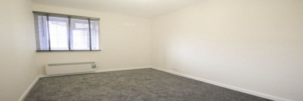 2 Bedroom Flat to rent in Molesey, Surrey, United Kingdom