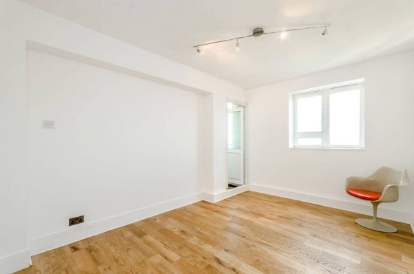 3 Bedroom Flat to rent in United Kingdom
