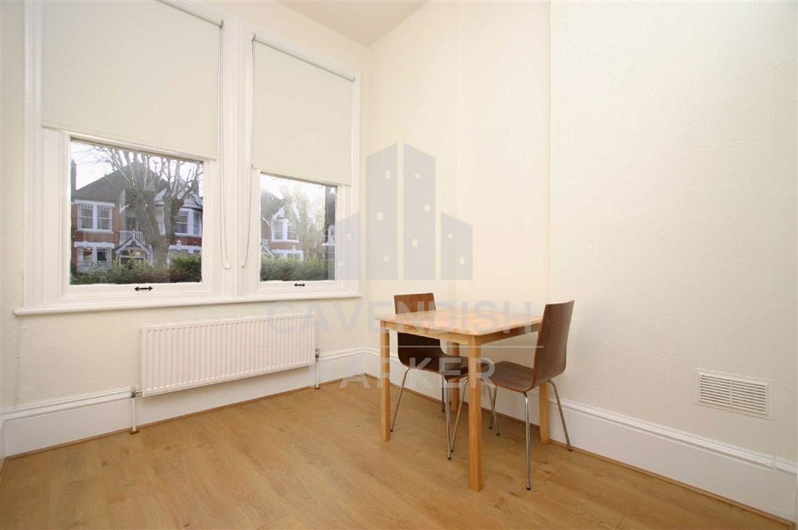 Studio to rent in Cricklewood, Teignmouth Road