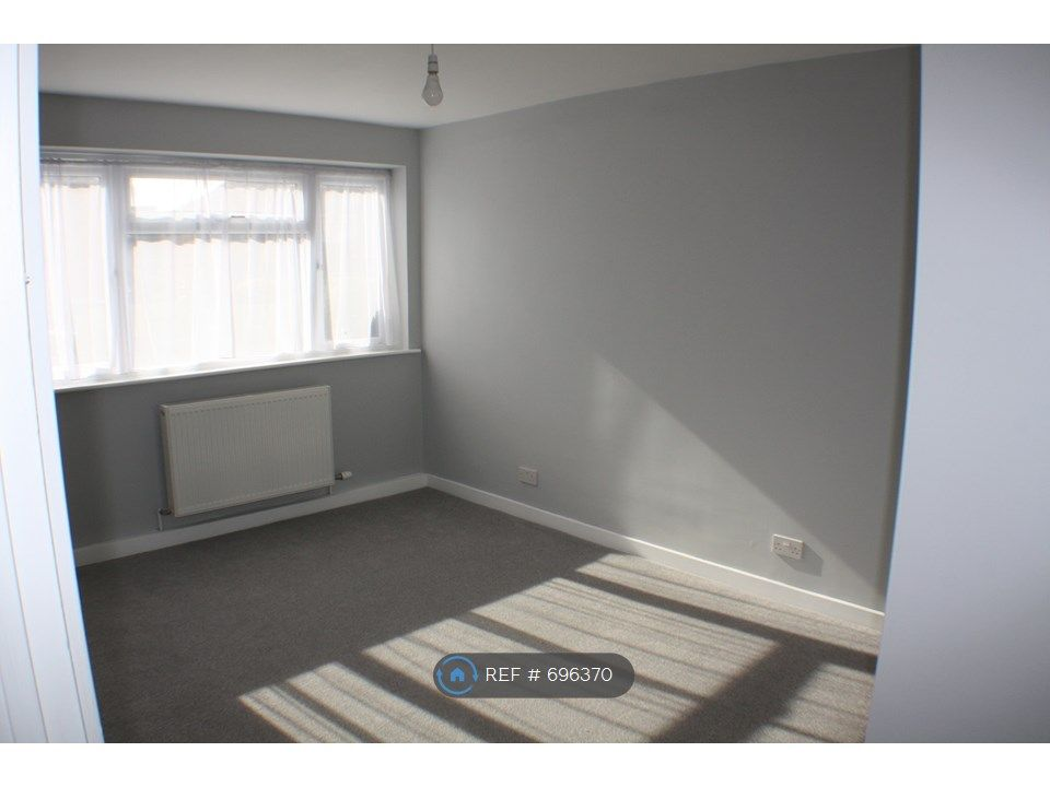 2 Bedroom Maisonette to rent in Epsom, Rosebery Avenue