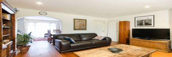 4 Bedroom Semi-Detached for sale in South Wimbledon, Raynes Park, London, United Kingdom