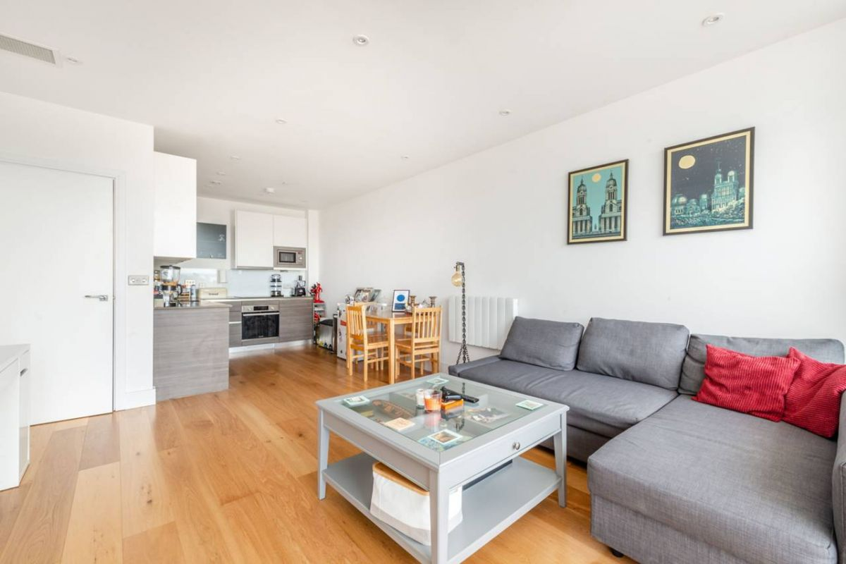 1 Bedroom Flat for sale in Hounslow, Staines Road