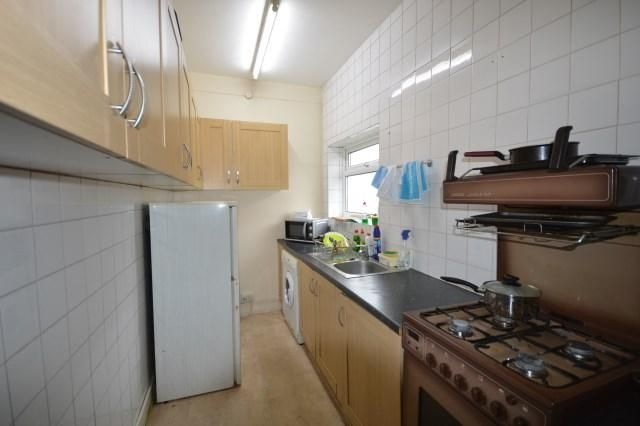 1 Bedroom Flat Share to rent in Shepherds Bush, Adelaide Grove