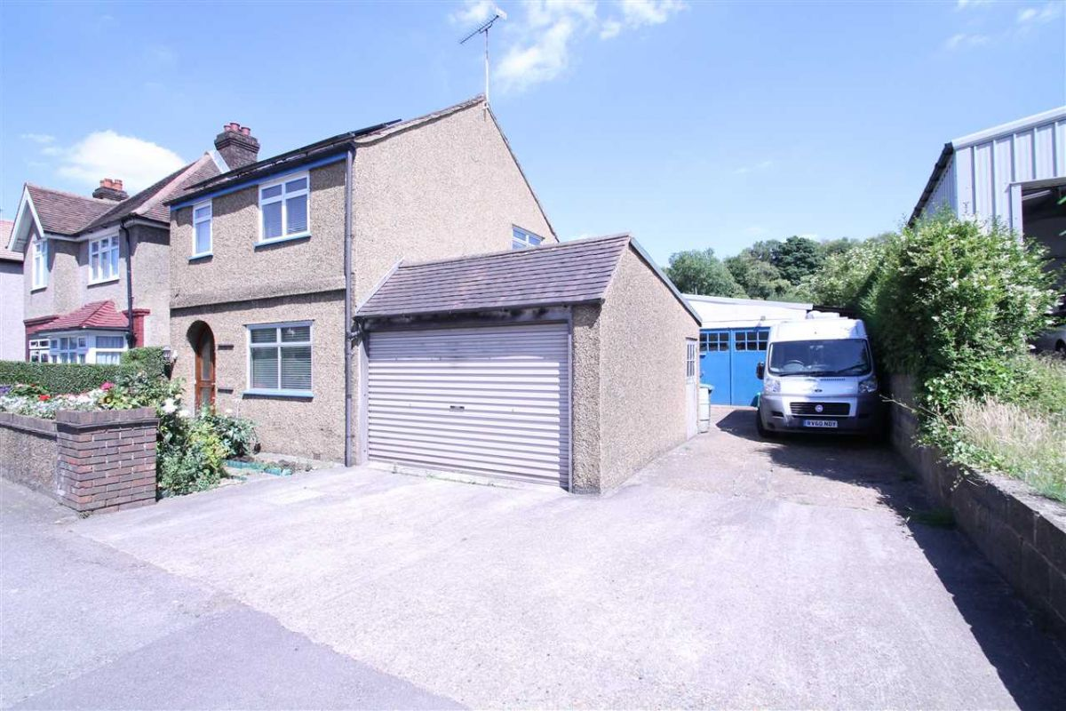 3 Bedroom  for sale in Coulsdon, Brighton Road