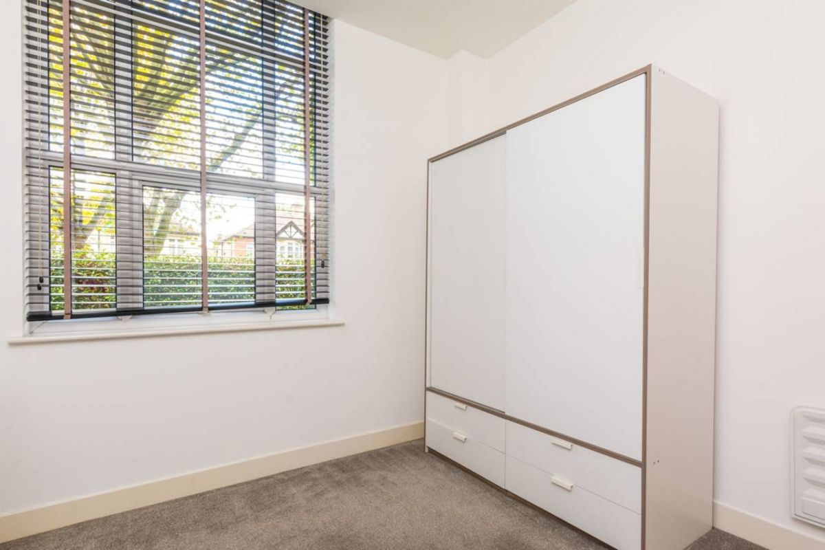 2 Bedroom Flat for sale in Acton, Bromyard Avenue